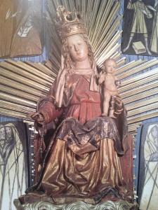 Fügen Pfarrkirche thronende Madonna