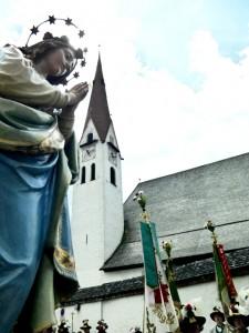 Kirche mit Muttergottes